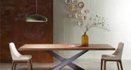 Madie, tavoli e sedie