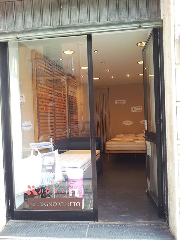 Showroom via van westerhout arredamenti iacovelli for Arredamenti di bari